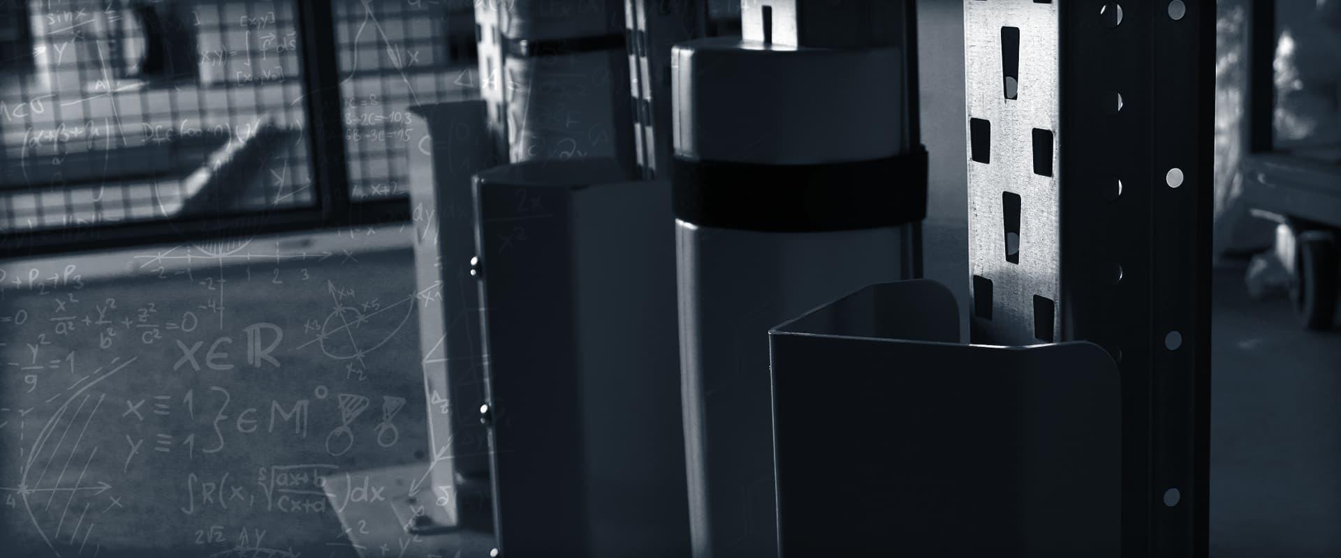SÉCURITÉ ET PROTECTION - gamme complète de protections industrielles pour les entrepôts : sabot métallique, mousse amortissante, protection rigide en PEHD, profilé adhésif en mousse longueur 1 mètre